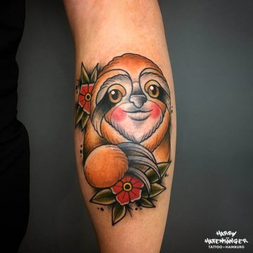 Neotraditional Faultier Sloth Tattoo_Harry Hafensänger HH Tattoo Hamburg