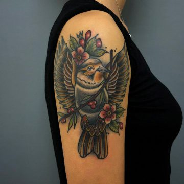 Neotraditional_Bird_Tattoo_Oldschool-Harry_Hafensänger-HH-Tattoostudio_Hamburg