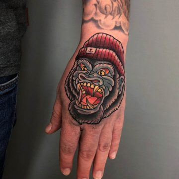 Neotraditional_Gorilla_Hand_Tattoo-Monkey_Oldschool-Harry_Hafensänger-HH-Tattoostudio_Hamburg