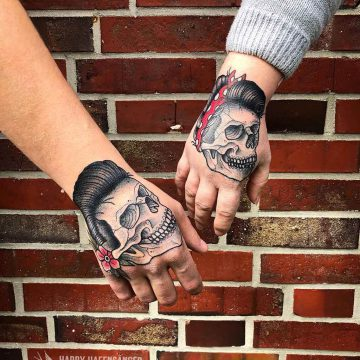 Neotraditional_Skull_Hand_Couple_Tattoo_Oldschool-Harry_Hafensänger-HH-Tattoostudio_Hamburg