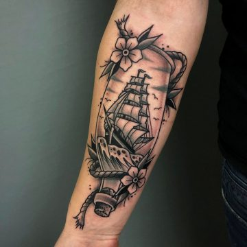 Traditional_Bottleship_Sailing_Ship_Tattoo_Oldschool-Harry_Hafensänger-HH-Tattoostudio_Hamburg