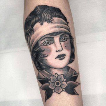 black-traditional-christian-warlich-girl-tattoo-oldschool-hamburg-tattoostudio-harry-hafensänger-holy-harbor