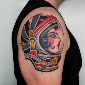 traditional-astronautin-girl-tattoo-oldschool-hamburg-tattoostudio-harry-hafensänger-holy-harbor