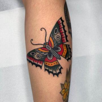 traditional-butterfly-schmetterling-tattoo-oldschool-hamburg-tattoostudio-harry-hafensänger-holy-harbor