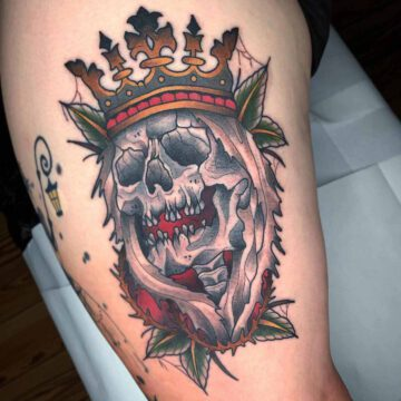 traditional-king-skull-tattoo-oldschool-hamburg-tattoostudio-harry-hafensänger-holy-harbor