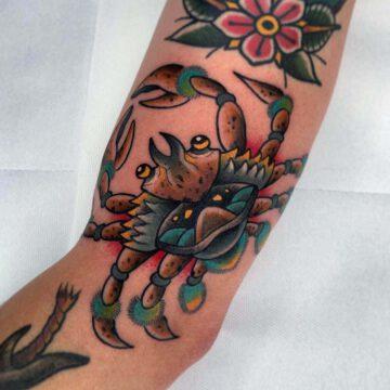 traditional-krabbe-krebs-crab-tattoo-oldschool-hamburg-tattoostudio-harry-hafensänger-holy-harbor