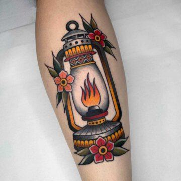 traditional-oil-lamp-lantern-tattoo-oldschool-hamburg-tattoostudio-harry-hafensänger-holy-harbor