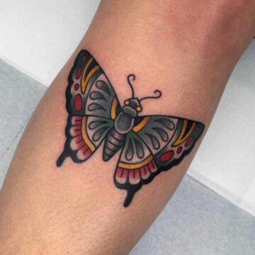 traditional-schmetterling-butterfly-tattoo-oldschool-hamburg-tattoostudio-harry-hafensänger-holy-harbor
