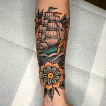 traditional-segelschiff-mandala-ship-tattoo-oldschool-hamburg-tattoostudio-harry-hafensänger-holy-harbor