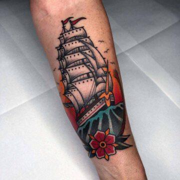 traditional-segelschiff-ship-tattoo-oldschool-hamburg-tattoostudio-harry-hafensänger-holy-harbor