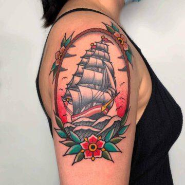 traditional-ship-segelschiff-tattoo-oldschool-hamburg-tattoostudio-harry-hafensänger-holy-harbor