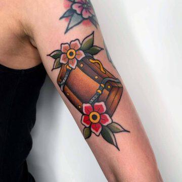 traditional-suitcase-travel-tattoo-oldschool-hamburg-tattoostudio-harry-hafensänger-holy-harbor